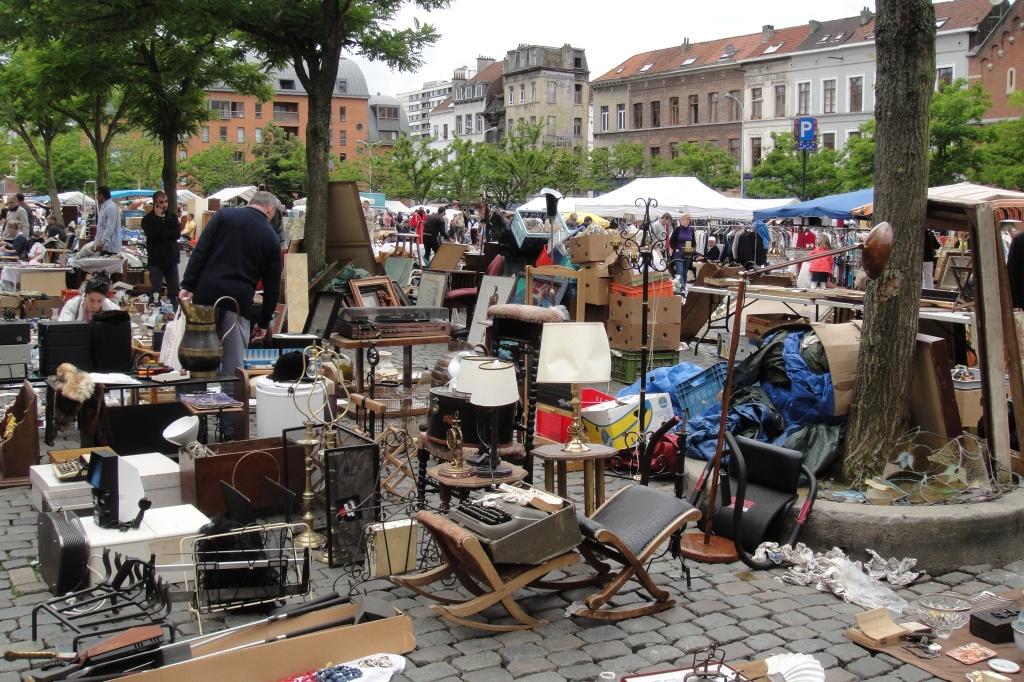 Блошиний рынок в бельгии